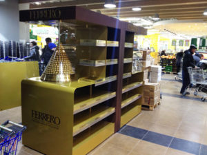 монтаж рекламных стоек Ferrero Rosher