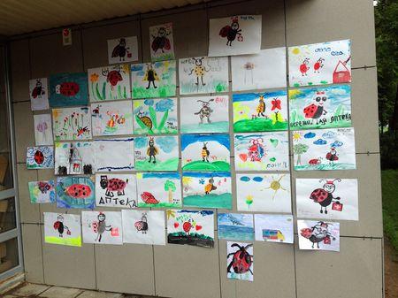 Детские рисунки на открытии аптеки