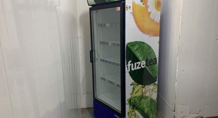 Как поклеить пленку на холодильник