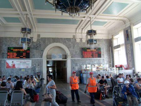 Реклама в зале ожидания вокзала Пермь-2