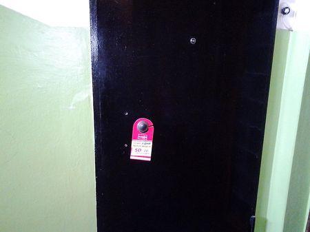 Хенгер на дверной ручке