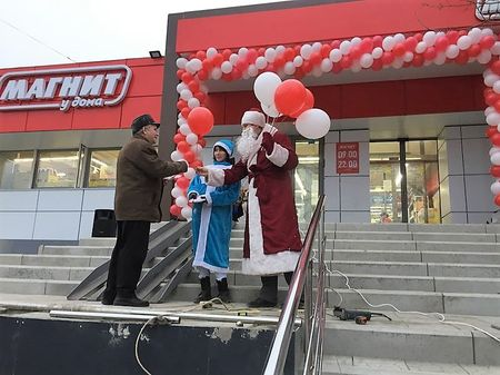 Промоутеры Дед мороз и Снегурочка